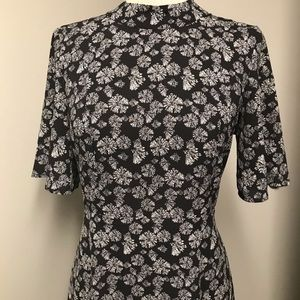 Black with little flowers dress never worn size 38
